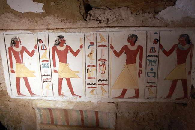 埃及发现4300年前古墓壁画彩绘鲜亮