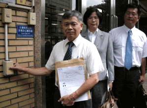 广东省长黄华华因迫害法轮功在台被控告残害人群罪