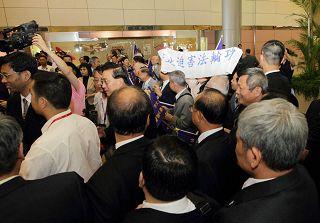 法轮功学员控告广东省长黄华华  要求紧急拘提