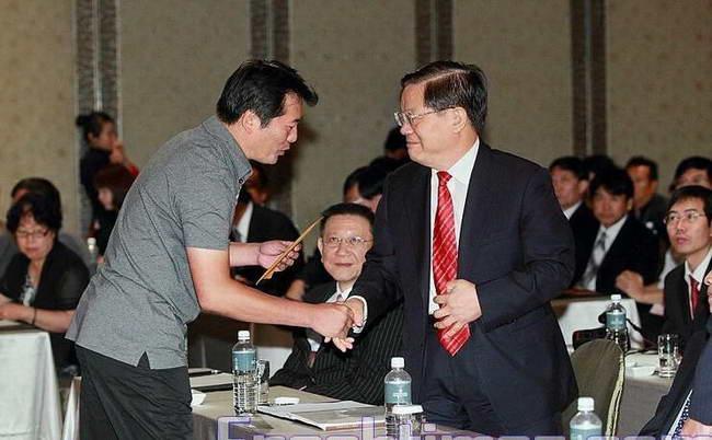中共文化部迫害法轮功 部长蔡武台北接劝诫信