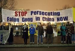 胡访美 法轮功学员白宫前呼吁停止迫害