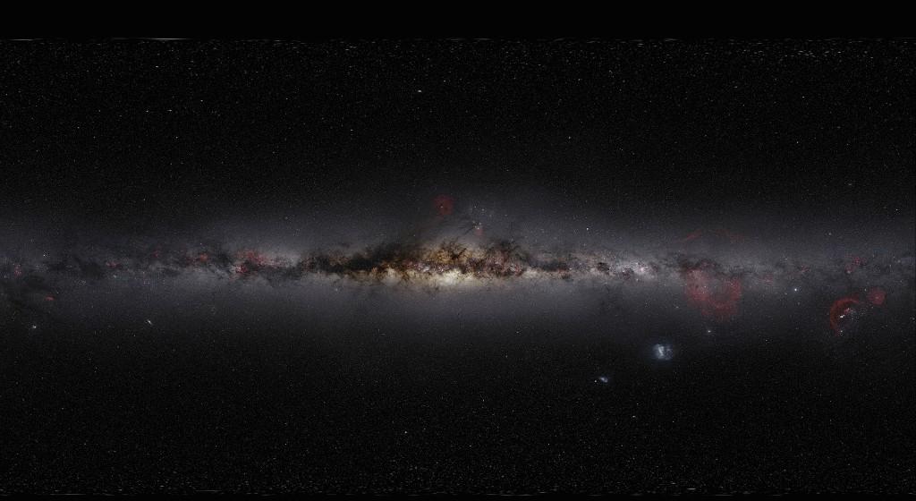 """美摄影师拍摄3.7万张照片合成的""""银河系全景图"""""""