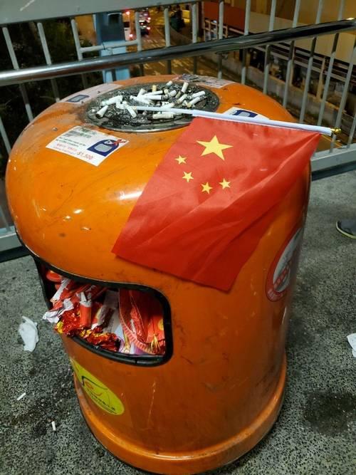 【共产哀讽】爱国是工作?五星旗的垃圾命运