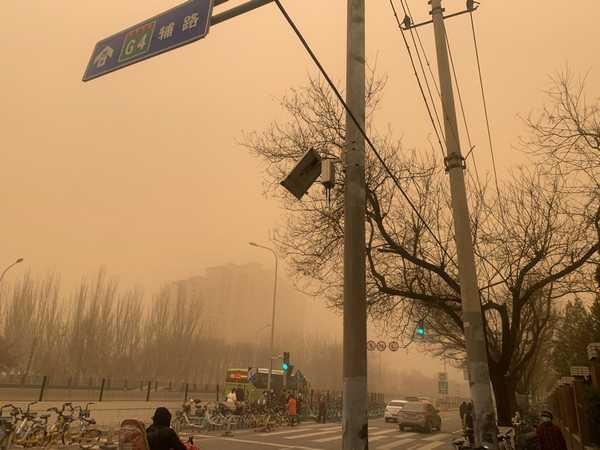 天昏昏,地沉沉,北京起沙尘