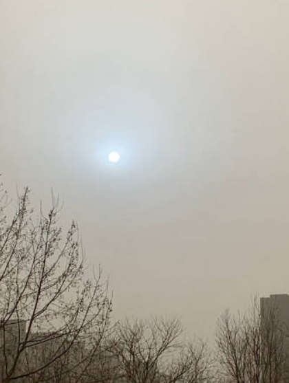 """""""蓝太阳""""罕现北京天空  专家称""""灭时""""现象  网友忧""""要出大事"""""""