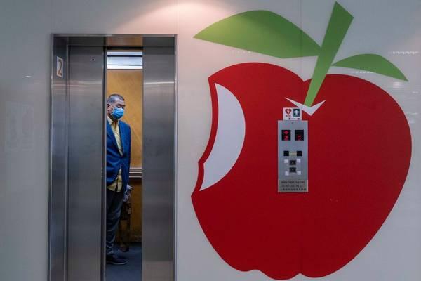 中共对香港苹果的凌迟、抄家灭族、赶尽杀绝,与谴责的口水